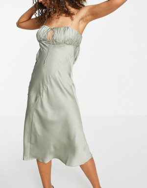 Атласное платье-комбинация миди косого кроя сосборками на лифе оливкового цвета ASOS DESIGN-Зеленый цвет